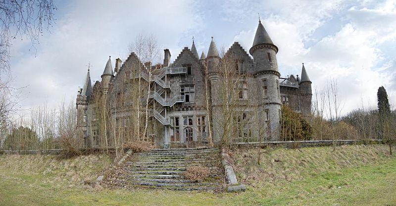 800px-Castle_Miranda_-_Back_Side