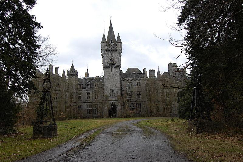 Abandoned Places That Look Haunted: Chateau Miranda (Belgium)